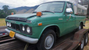 1971 Toyota Hilux front