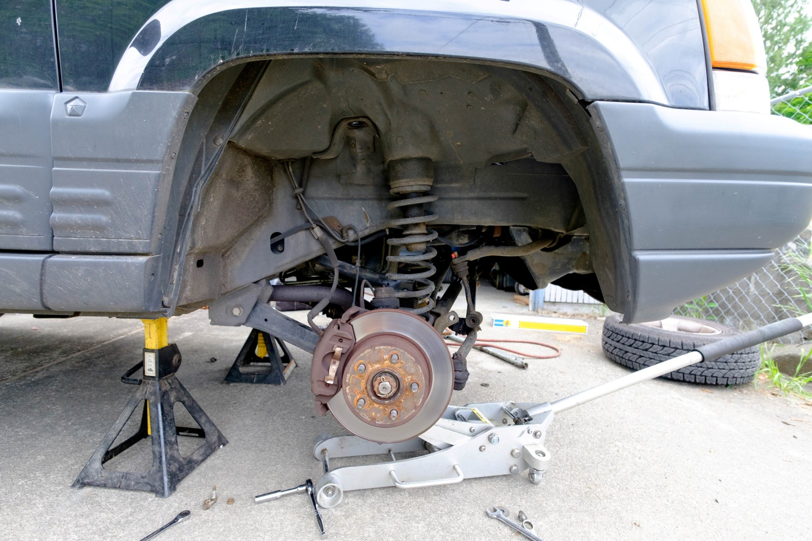 Removing the Grand Cherokee's suspension