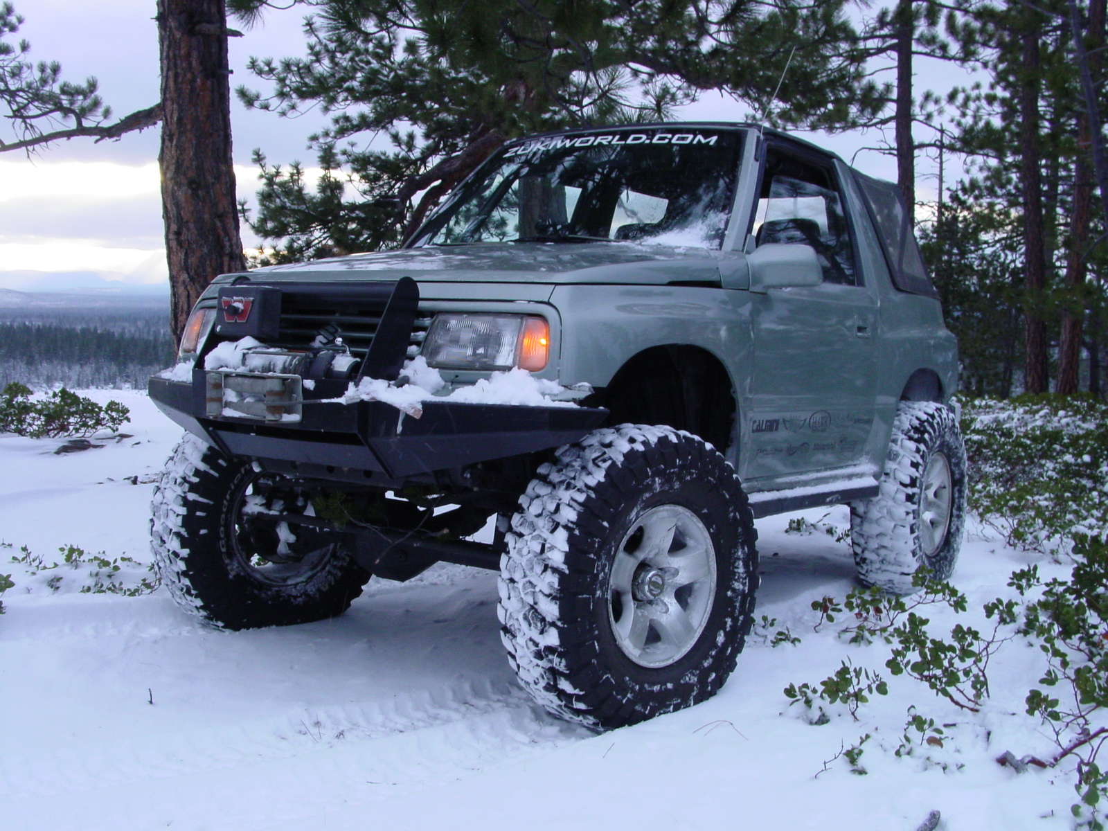1989 Suzuki Sidekick in the snow