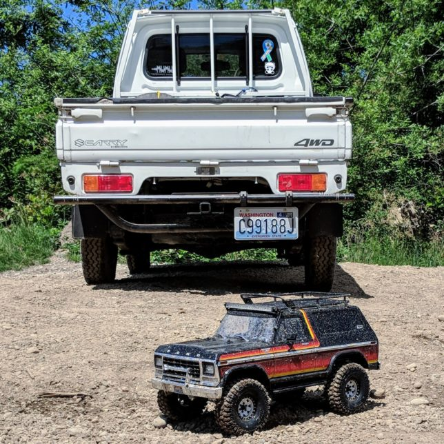 My Suzuki Carry with RC Ford Bronco