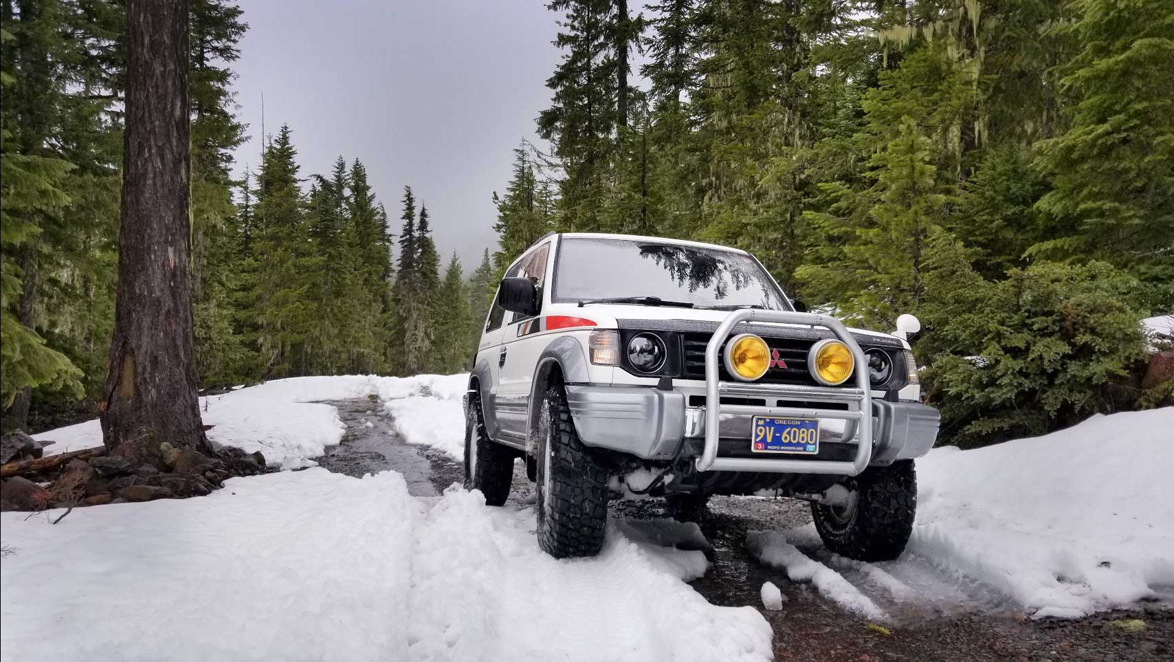 Mitsubishi Pajero in the snow