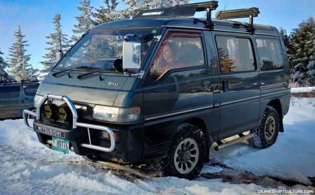 2.4 liter Mitsubishi Delica van