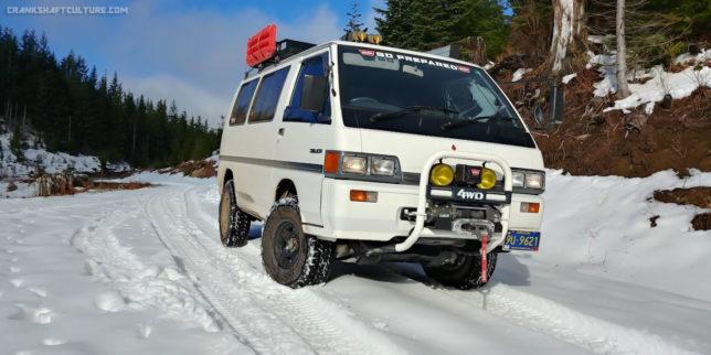 """1989 Mitsubishi Delica Star Wagon """"Space Tractor"""" in snow"""