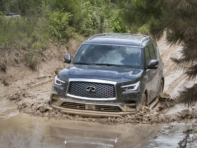 Infiniti QX80 in the mud