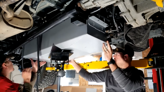 Installing the Long Range Automotive fuel tank for Mitsubishi Delica Space Gear