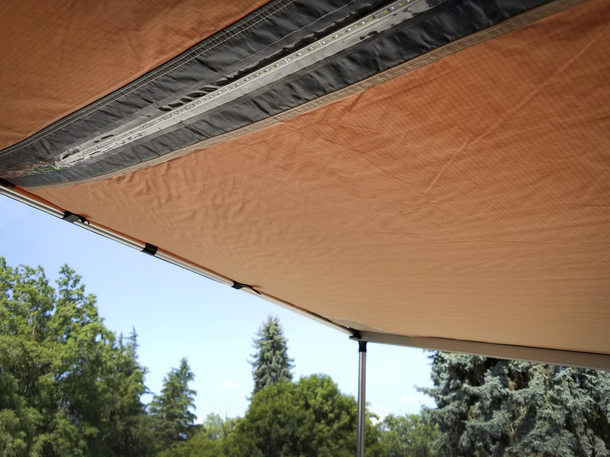 The ARB 2500MM awning has an LED lighting strip in the middle of the awning.