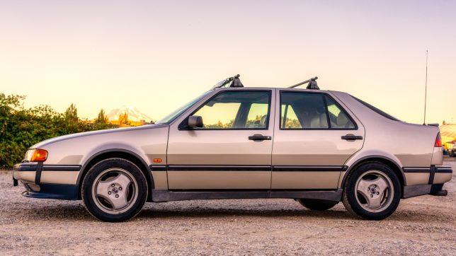 Saab 9000 with Super Aero three-spoke wheels.